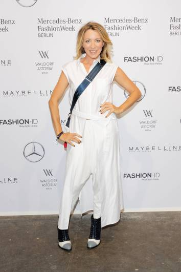 Sanny van Heteren - Ankunft zur Fashion Show Rebekka Ruètz zur Mercedes-Benz FashionWeek Berlin Spring-/Summer 2018 im Kaufhaus Jandorf in Berlin am 05.07.2017. Mercedes-Benz FashionWeek Berlin - Spring/Summer 2018 Sanny van HETEREN Arrival to Fashion Show Rebekka Ruètz to Mercedes Benz Fashion Week Berlin Spring Summer 2018 in Department store JANDORF in Berlin at 05 07 2017 Mercedes Benz Fashion Week Berlin Spring Summer 2018